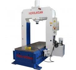 Presa hidraulica pentru planat tabla HSPS / 100